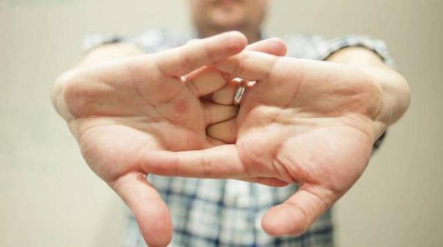 ¿Crujirse las manos? - elconfidencial.com