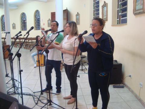 Agentes do ministério do canto de Santo Antônio Parque animaram o evento.