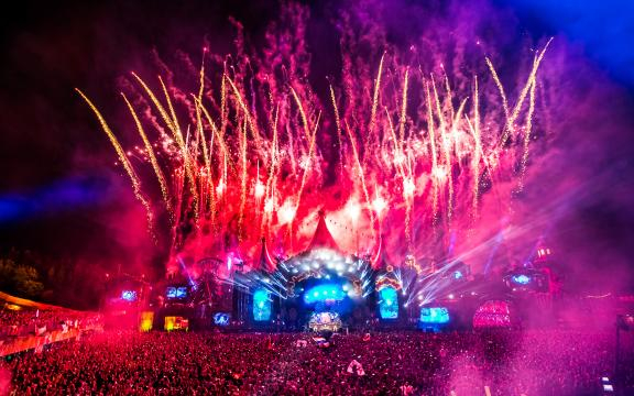 El festival más famoso de la música electrónica (Passport Experience)