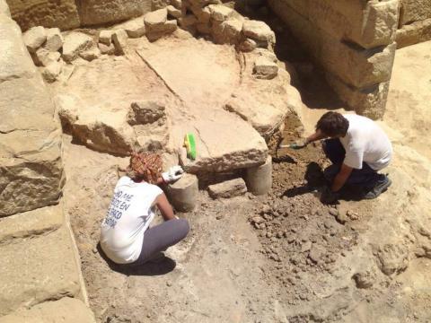 Estudiosos excavando en el yacimiento. Fuente: 20minutos.es