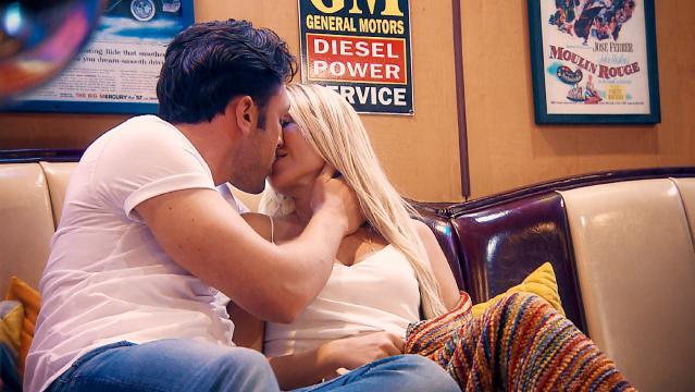Bachelor Daniel mit der schönen Youtuberin Jessica - Foto: MG RTL D