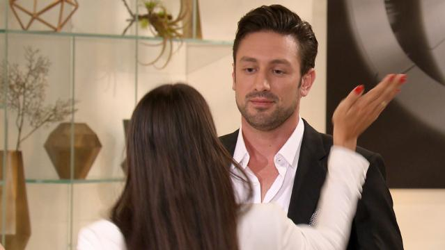 Bachelor: Erst küssen dann abschieden - Yeliz war auf Daniel sauer - Foto: MG RTL D