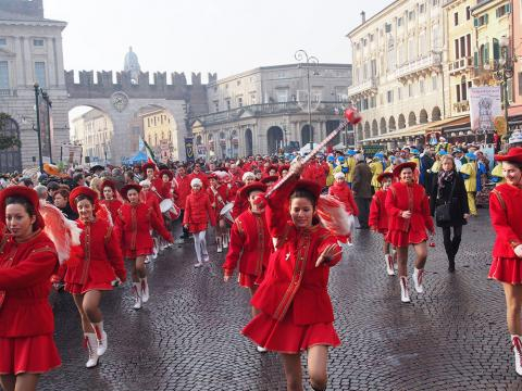 Verona, durante una sfilata carnevalesca