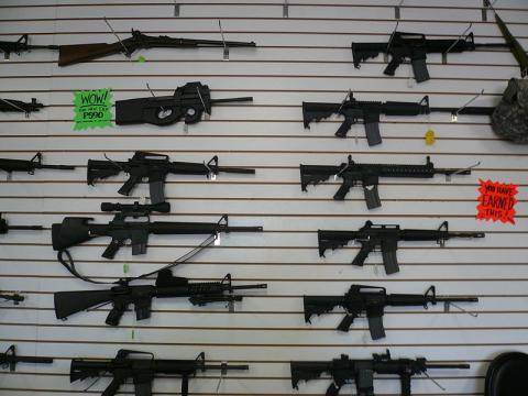 Automatic weapons at gun range, Las Vegas (Image credit – Cory Doctorow, Wikimedia Commons)