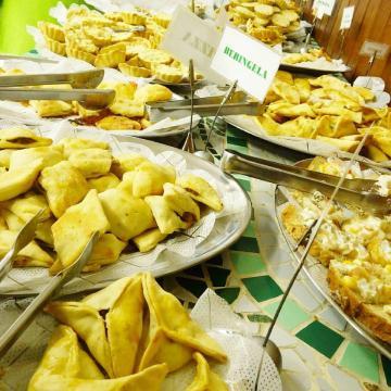 Também há salgados como sfihas e mini sanduíches no buffet do Sorella