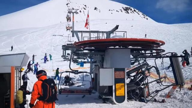 Out of control ski lift sends passengers flying as carriage after . pahomova_enduro22 | Instagram