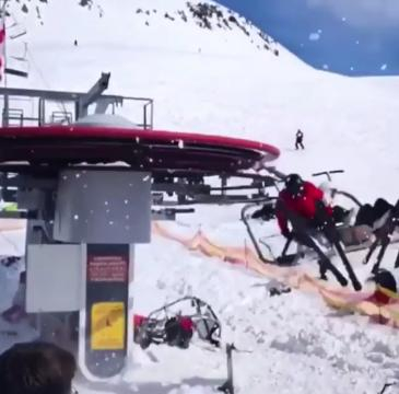 Skiers desperately try to jump from out-of-control ski lift pahomova_enduro22 | Instagram