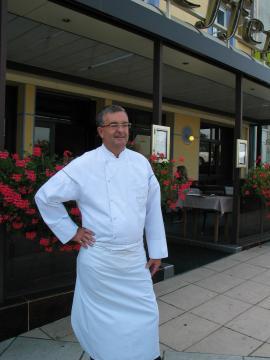 L'Ardèche abrite de grands chefs, comme Bernard Mathé (restaurant Schaeffer) à Serrières, qui valorise le terroir Ardéchois