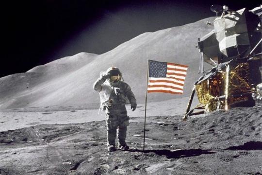El hombre SÍ llegó a la Luna - sopitas.com