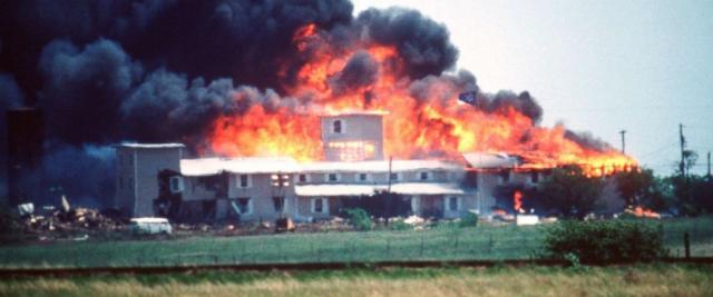 El rancho davidiano arde hasta sus cimientos en Waco, Texas | Sehatcoy.com - sehatcoy.com