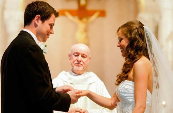 Matrimonio entre mujeres y hombres con 16 años