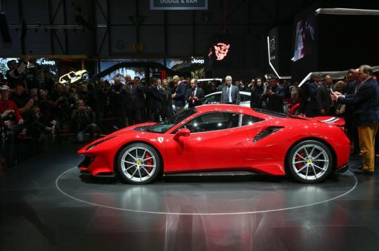 A Ferrari marcou presença com o modelo 488 Pista
