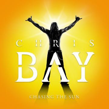 Okładka solowego albumu Chrisa Bay'a pt. 'Chasing the Sun' (scrn)