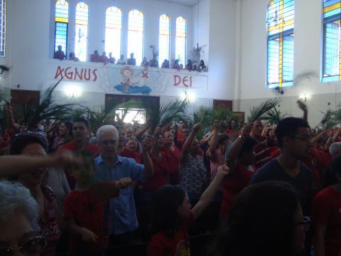 Agentes do Ministério de Canto animaram a assembleia na igreja