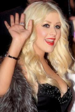 Christina Aguilera llevó con confianza y gracia los kilos ganados tras uno de sus partos (Wikimedia commons)