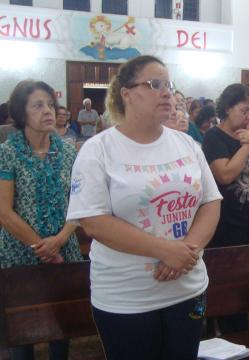 Vice-coordenadora, Fabiana Gomes auxilia Tereza nas tarefas dos setores