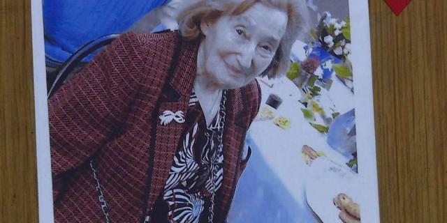 Foto de homenaje póstumo a la sesinafda Mireille Knoll, símbolo del racismo antijudío.