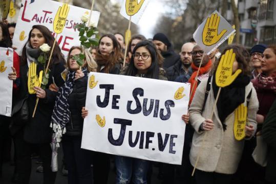Manifestación en Paris para protestar por el asesinato antijudío de Mireille Knoll.