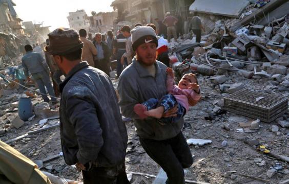 Más de 60 civiles muertos tras el bombardeo de un mercado en la ... - elpais.com