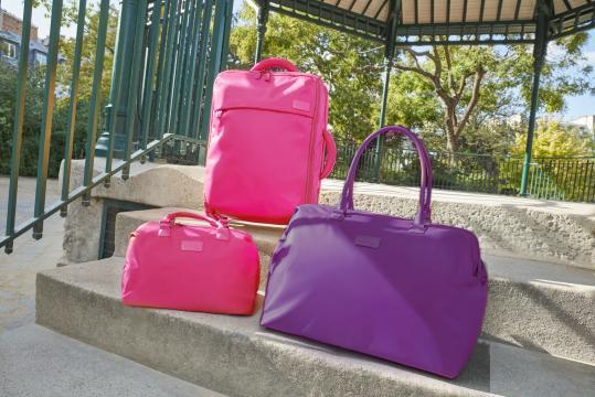 Original Plum viene en las versiones, lole bag, toilet kit, bowling bag y las clásicas maletas spinner (Cortesía Lipault Paris)
