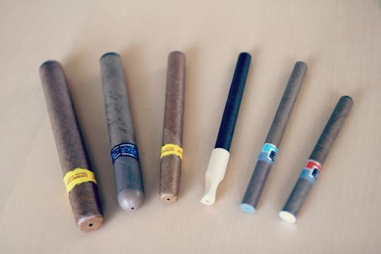 Various e-cigarettes shown via Simple Wikepedia