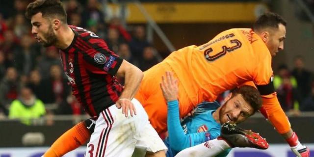 El Milán fue ineficiente en casa vs el Arsenal con un nervisio Patrick Cutroen. futbolred.com.