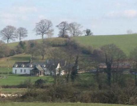 O suicídio do jovem aconteceu na propriedade de sua família, situada em Monmouth (Crédito: Mail Online)