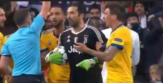 O goleiro Buffon da Juve operou verdadeiros milagres durante o jogo mas foi expulso ao reclamar no lance do pênalti.