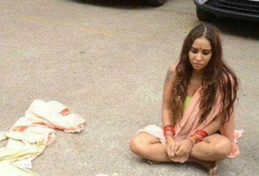 Telugu Actress Sri Reddy Strips On The Street .. - akhandsiyappa.com