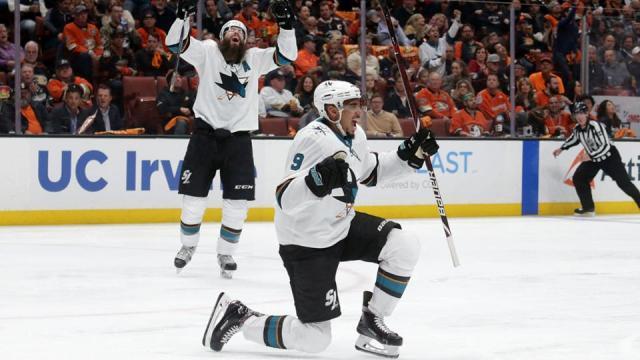 Evander Kane fue la figura en su primer juego de playoff. NHL.com.