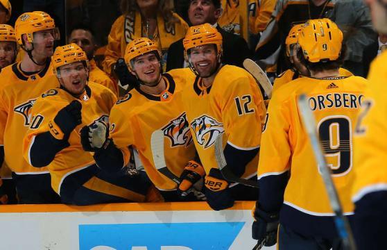 Forsberg anotó dos goles en el último periodo para sellar la victoria Predator. NHL.com.