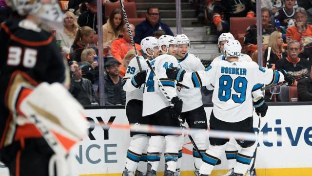 Hertl tuvo dos goles importantes en la victoria Shark en el juego 2 en Anaheim. NHL.com.