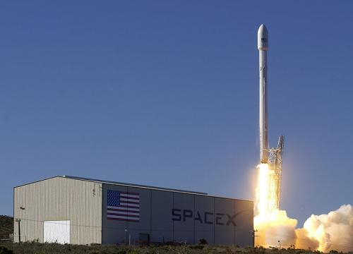 Liftoff of the upgraded Falcon 9 (Image credit – SpaceX, Wikimedia Commons)