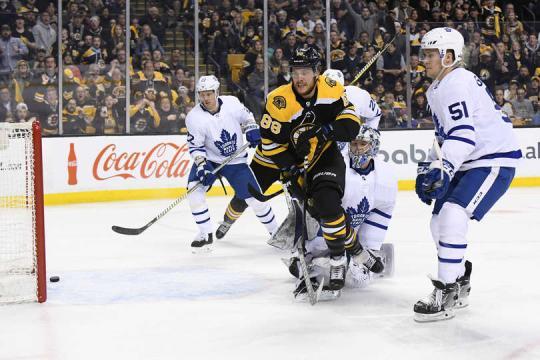 Pastrnak fue el catalizador Bruin con 6 puntos en total en el partido 2 contra los Maple Leafs. NHL.com.