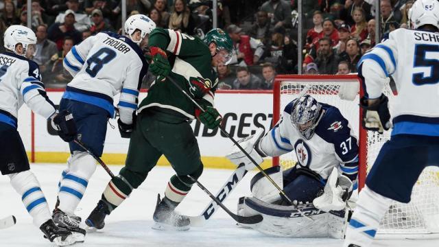 Helleybuck fue la clave de la victoria de los Jets en el juego 3. NHL.com.