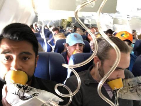 Passageiros precisaram de suprimento de oxigênio (Crédito: Marty Martinez)