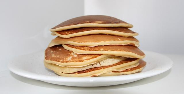 Pancakes on a Sunday morning can be delicious especially without bullets (Image via Pixabay/Tabeajaichhalt)