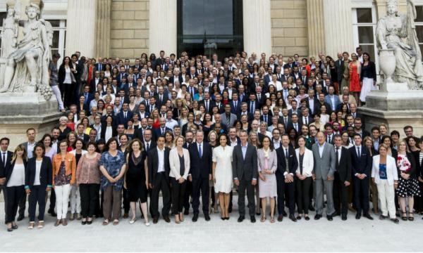 La photo de classe des députés de La République en Marche! - bfmtv.com