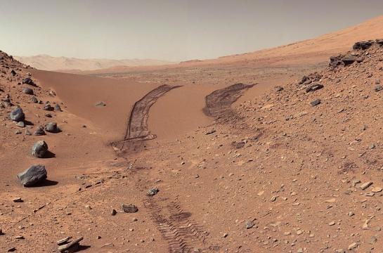 Curiosity's view of a Martian dune after crossing it. [Image source: NASA - Wikimedia Commons]