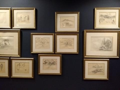 La línea y el misterio del mundo imaginario de la pintora dio lugar también a la gráfica.