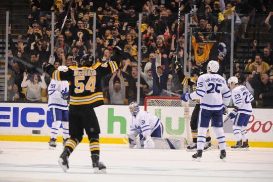 El juego decisivo de la serie, estuvo lleno de goles en los dos primeros periodos. NHL.com.