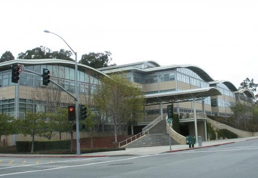 Fachada del edificio de la sede central de youtube atacada por una mujer armada (wikipedia commons)