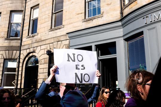 No es no, gritaron los asistentes de la manifestación