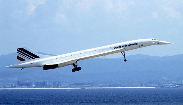 Concorde landing at Kansai International Airport in 1994. - [Image credit – Spaceaero2, Wikimedia Commons]