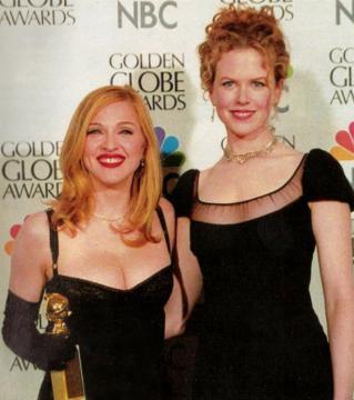 Nicole Kidman y Madonna posan en la entrega de los Globos de Oro en 1997, año de los asesinatos (NBC)