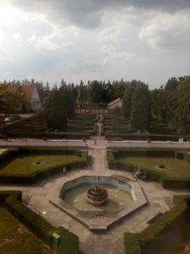 Przyzamkowy ogród (fot. Krzysztof Krzak)