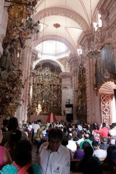 La Catedral de Santa Prisca está siendo intervenida para resistir nuevos temblores.