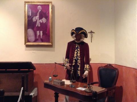 Se distingue en la casa de las Ajaracas una representación de vestido de Borda.