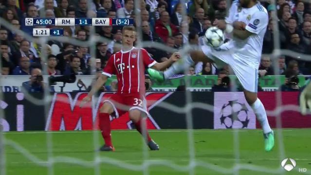 La mano de Marcelo existe, pero no hay deliberación por tapar el balón al tener pegado el codo y no extender el codo. MARCA.com.
