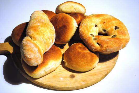 Filone, ciambella alle olive, panini